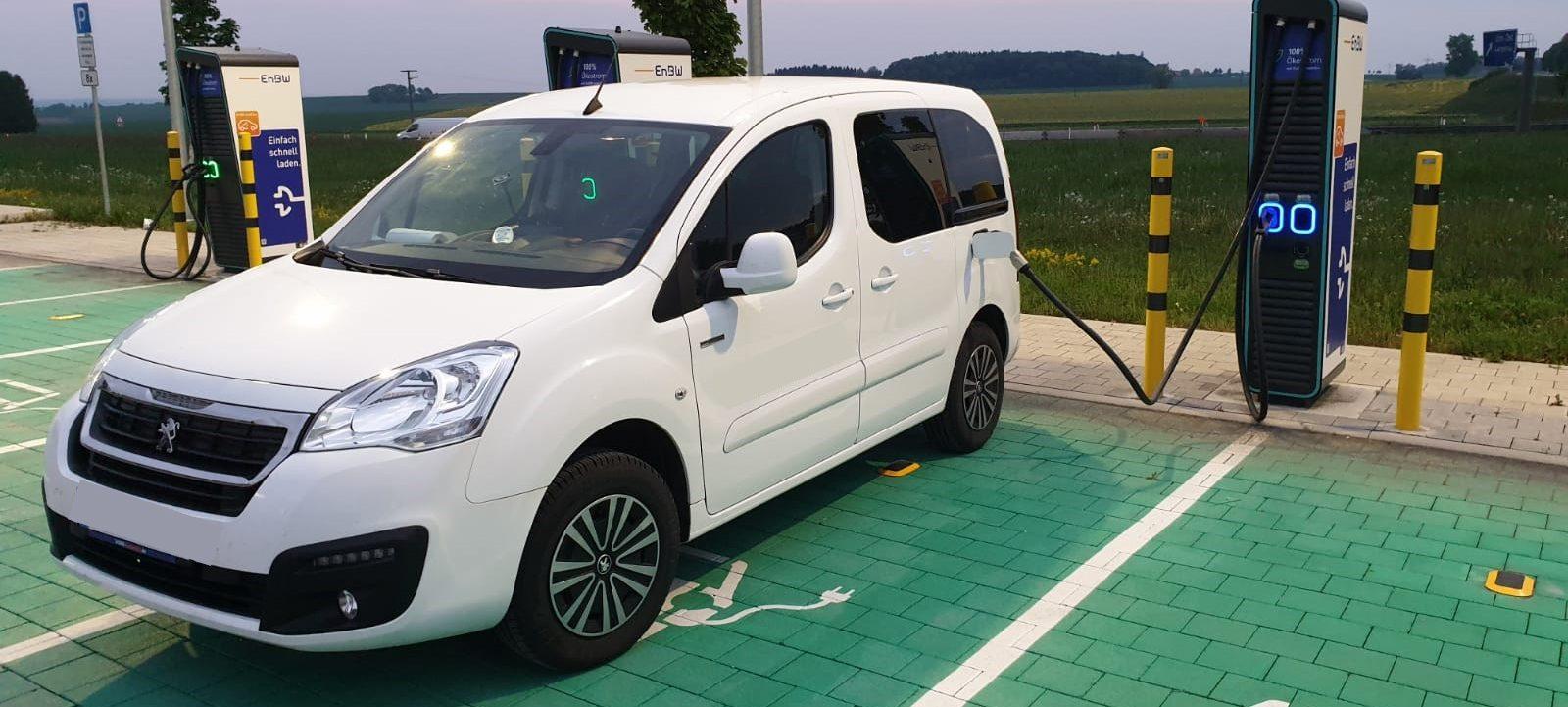1-Auto-1600x721