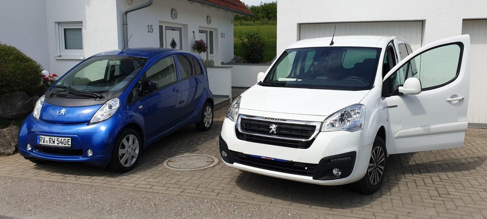 2-Autos-1600x721